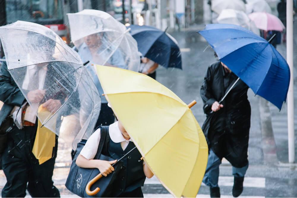 台風横殴りの雨